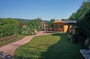 Senioren-Pflegeheim-Kroh-Unser-Haus-Garten-3